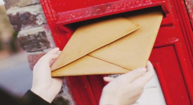 غريب:زوجة تُواصل إرسال بطاقات التهنئة إلى زوجها رغم وفاتها بمرض السرطان الناذر.
