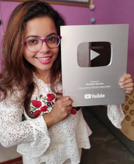 Munna with silver play button