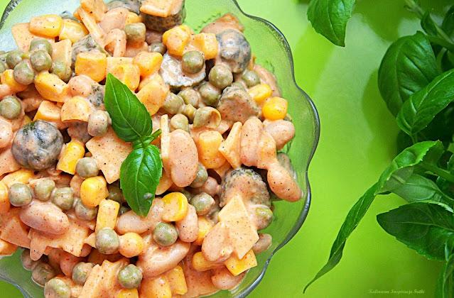 Pikantna sałatka warzywna z serem