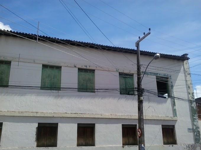 IMAGEM DO DIA: Casa do Estudante de Caxias há anos não recebe reforma por parte do Poder Público no Maranhão
