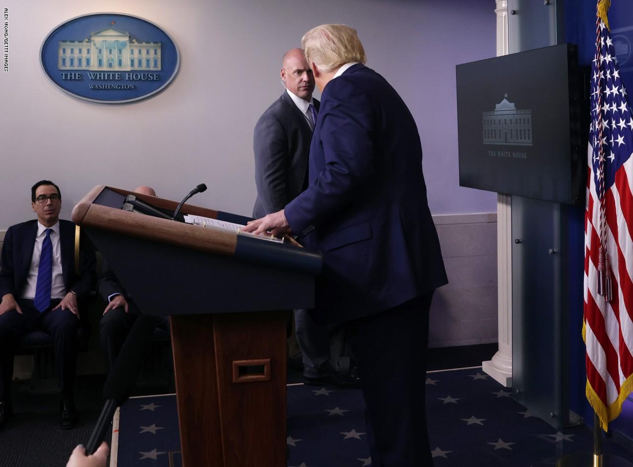 تفاصيل مغادرة ترامب مؤتمره الصحفي فجأة بعد إطلاق نار قرب البيت الأبيض