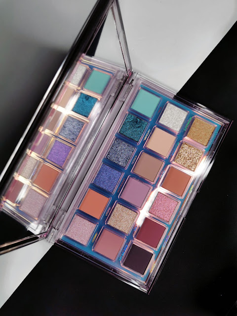 HUDA BEAUTY RETROGRADE EYESHADOW PALETTE