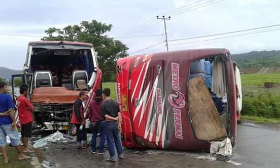 Dua Bus Tujuan Toraja-Makassar Tabrakan, Puluhan Penumpang Dilarikan ke RSUD Barru