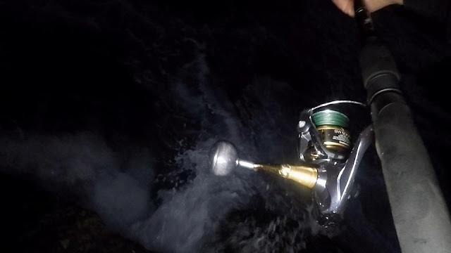 """GOLPE%2BMAR - Robalo capturado en plena oscuridad """"Spinning nocturno"""""""