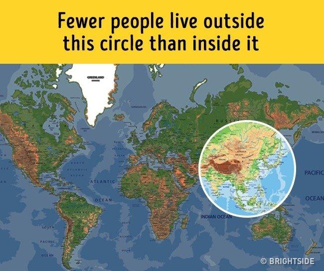 Số người đang ở trong vòng tròn lớn hơn số người đang ở ngoài vòng tròn