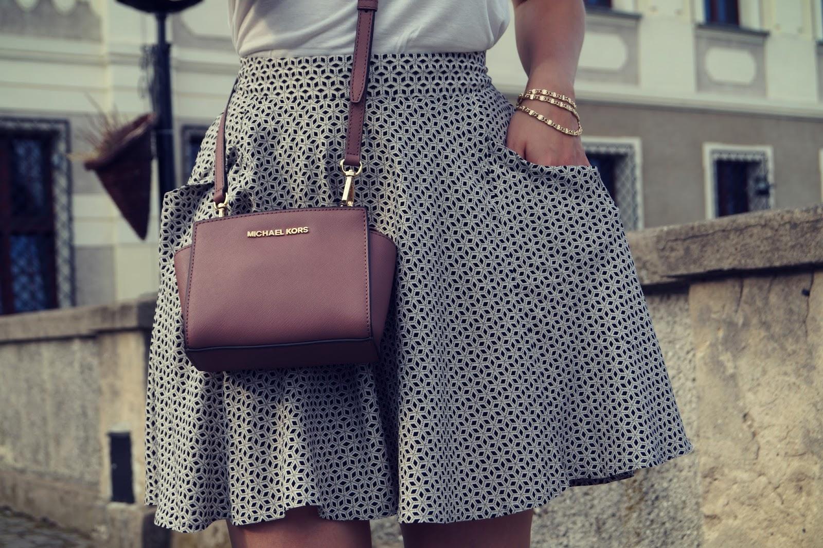 57.Spódnica w geometryczne wzory