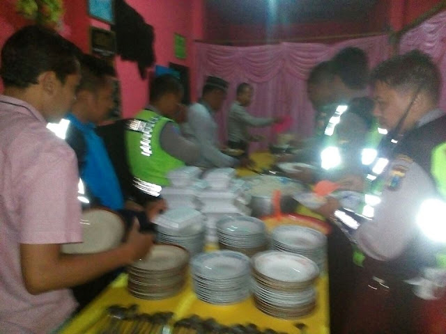 Beredar Foto Aparat Makan Bersama di Ritual Sesat Asyura Syiah di Lumajang Jawa Timur