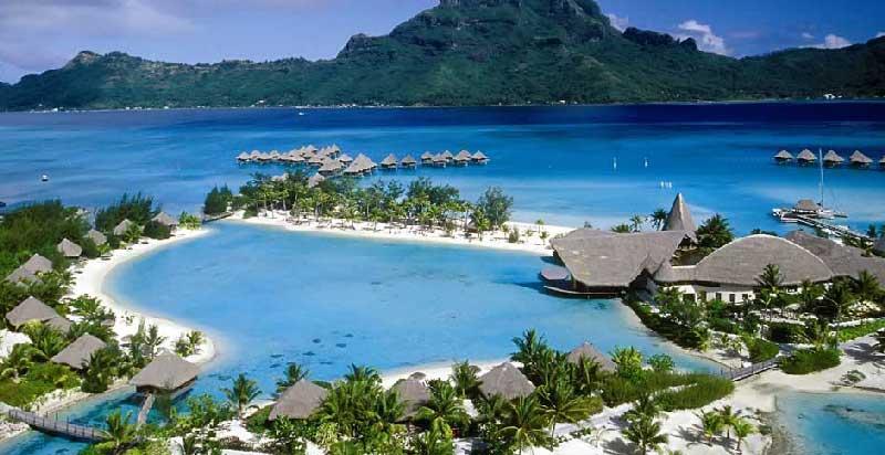 Objek Wisata Pantai Kuta dan Desa Sade di Lombok Tengah