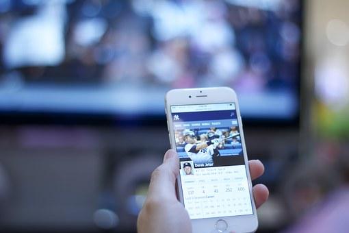 ثلاث برامج لمشاهدة التلفاز عبر الأيفون