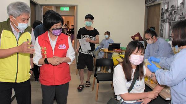 彰化疫苗預約接種採生日分流 王惠美視察秀傳醫院接種站