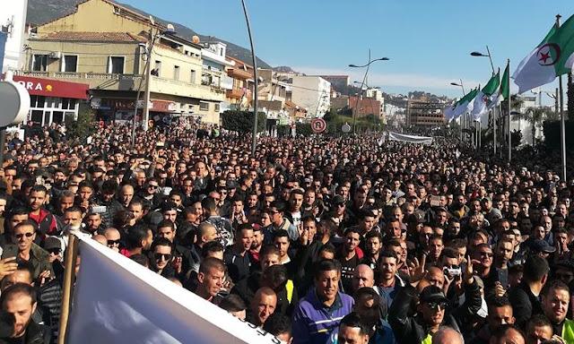 Citoyens et travailleurs de Cevital mobilisés par milliers à Béjaïa (vidéo)
