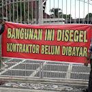 Kesal Setahun Lebih Belum Dibayar, Kontraktor Segel Bekas Rumdis Sekda NTB