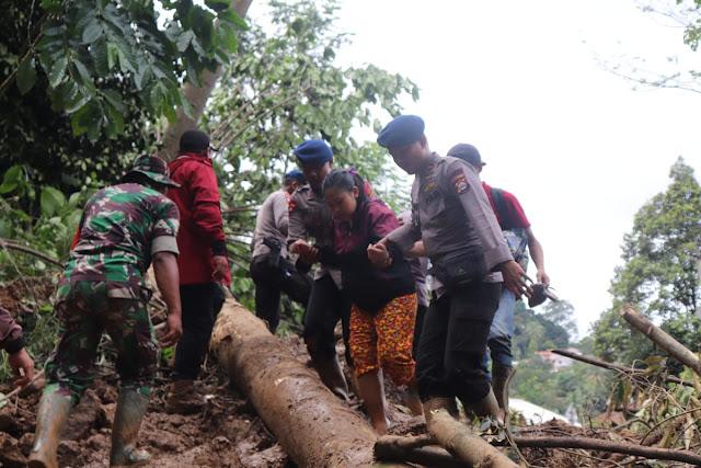 Sinergitas Polri dan TNI Buka Akses Jalan Terisolir di Lebak Banten