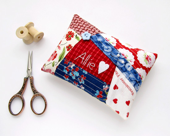 Red and blue pincushion, подушка для иголок