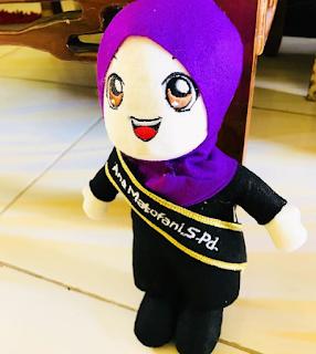 Boneka Custom Untuk Hadiah Wisuda