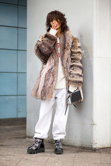 athleisure street style, sweatpants hoodie street style