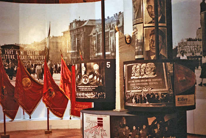 Budapest, Magyar Nemzeti Muzeum, Stalin, Rakozi, © L. Gigout, 1990