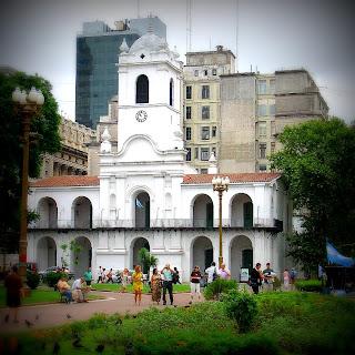 O Prédio Colonial do Cabildo, em Torno da Plaza de Mayo, no Coração de Buenos Aires