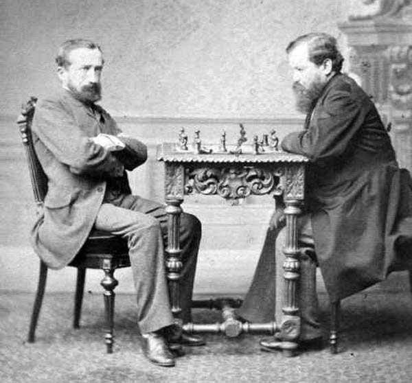 Le match du premier championnat du monde d'échecs entre Zuckertort et Steinitz, ce dernier sorti victorieux (10+ 5- 5=).