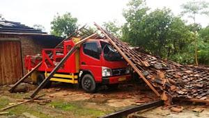 Puting Beliung di Pringsewu, 10 Rumah dan Dua Mobil Rusak
