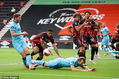 Tottenham hụt hơi top 4 vì VAR, Mourinho trút giận ở họp báo 2