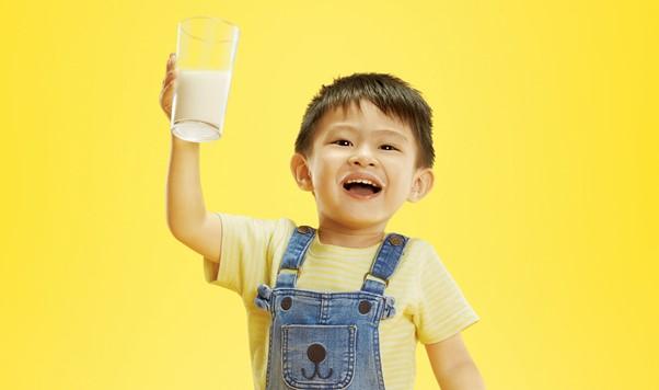 6 Manfaat Minum Susu Setiap Hari Untuk Si Buah Hati