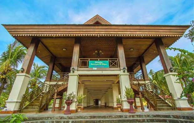 Gorontalo merupakan salah satu provinsi termuda di Indonesia Rumah Adat Gorontalo (Dolohupa + Bandayo Pamboide), Gambar, dan Penjelasannya