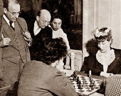 Partida de ajedrez Kate Henschel vs. Mona May Karff, Campeonato Femenino de EE.UU de 1944