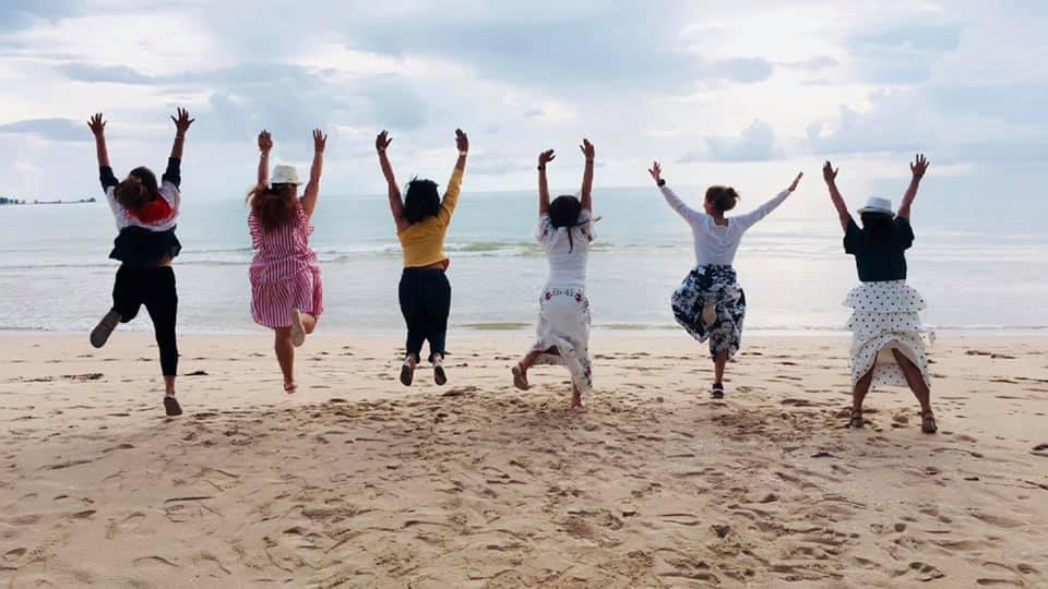 หากไล่จากหาดบางสักถึงหาดเขาหลักลงมาทางทิศเหนือ มีจุดท่องเที่ยวที่นิยม ดังนี้