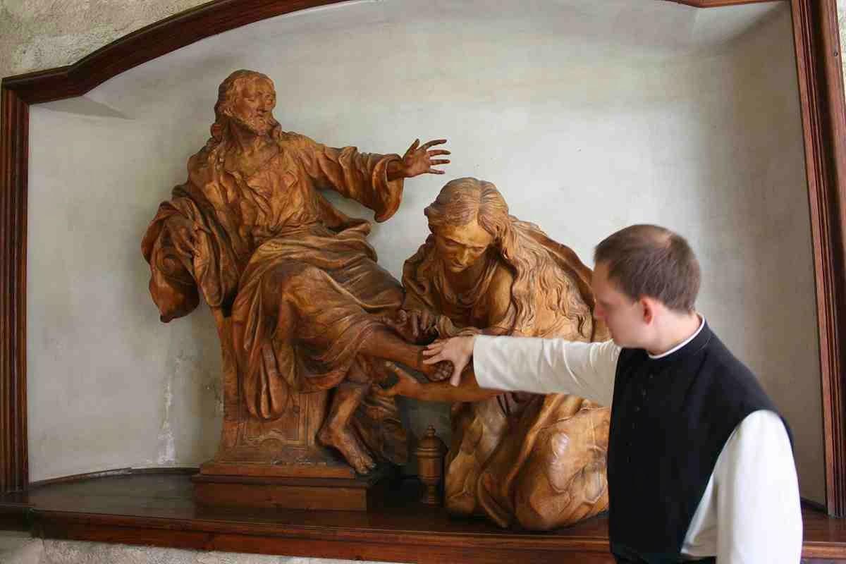 Pater Nikolaus erklärt uns das Mönchsleben © Copyright Monika Fuchs, TravelWorldOnline