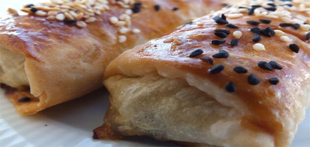 فطائر تركية لذيذة مرشوشة بالسمسم
