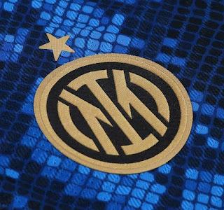 شعار الفريق على قميص انتر ميلان الجديد  2022