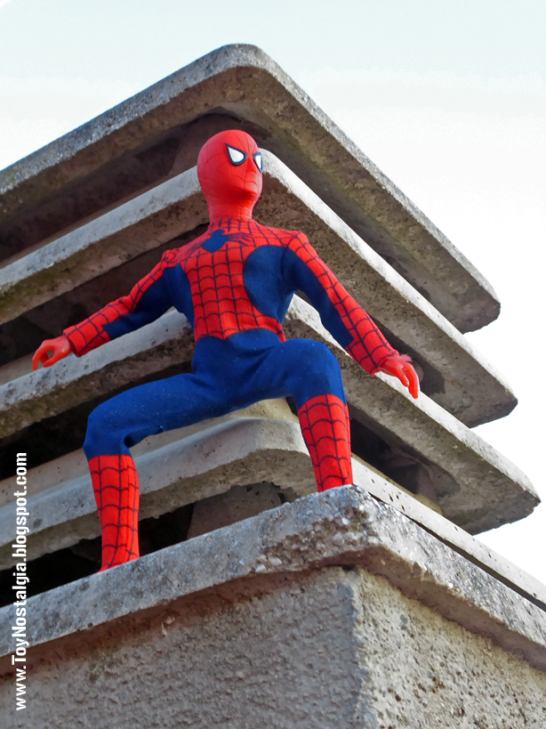 Mego Spider-Man 12 inches - On the roof   (MEGO - World's Greatest Super Heroes!)