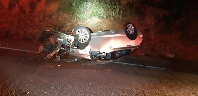Mulher morre em acidente entre carro e ônibus na BR-153