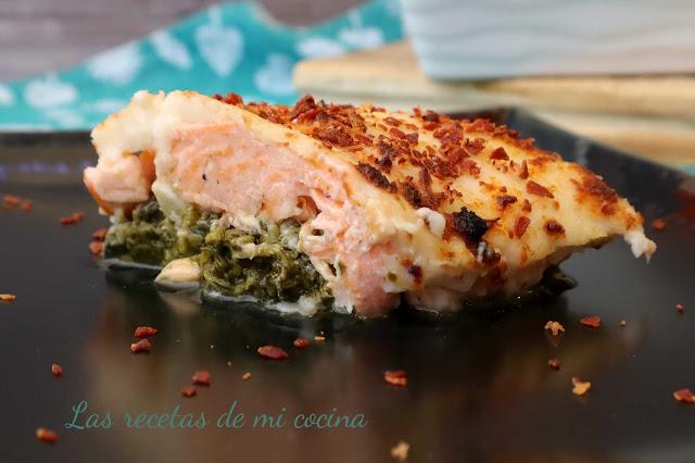 Salmón al horno con espinacas y bechamel