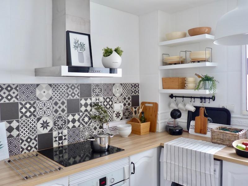 Una pizca de hogar 10 trucos para reformar tu cocina sin for Cocina sin azulejos