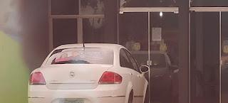 Roncador: Servidor usa entrada da prefeitura como garagem!