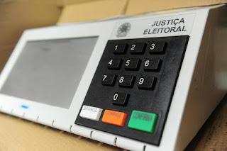 Em live, Bolsonaro diz que não vai ter eleição em 2022 sem voto impresso