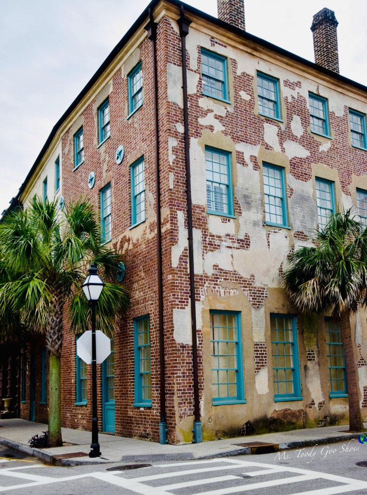 10 Things To Do In Charleston: #6 - Walk the streets in the historic district | Ms. Toody Goo Shoes #Charleston