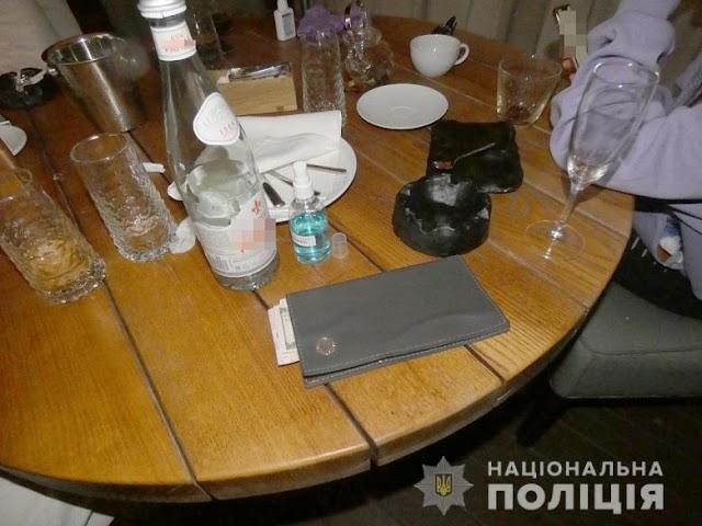 Правоохоронці викрили працюючий ресторан у Києві