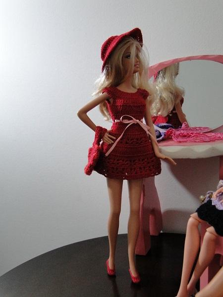 vestidos, chapeu, bolsa e sapatos de crochê para Barbie Pecunia MM