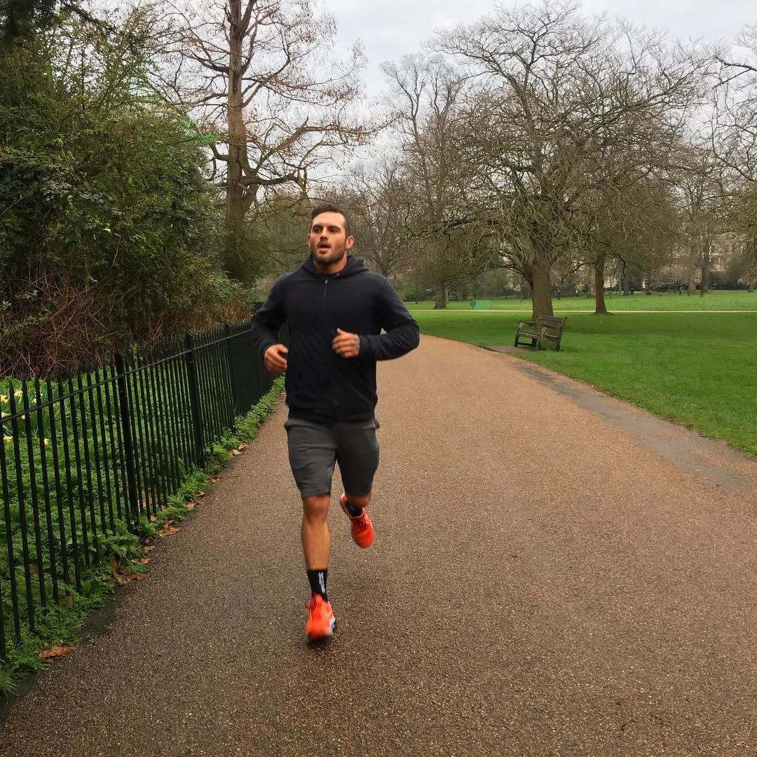 sexy-daddy-running-park-jogging-dilf