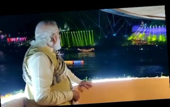 देव दीपावली पर दिपो से जगमगाया काशी , गंगा घाट पर प्रधानमंत्री मोदी ने जलाएं दीपक ।