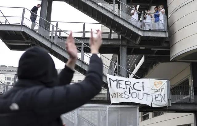 Coronavirus - Nantes : Près de 300 manifestants devant le CHU en soutien aux soignants