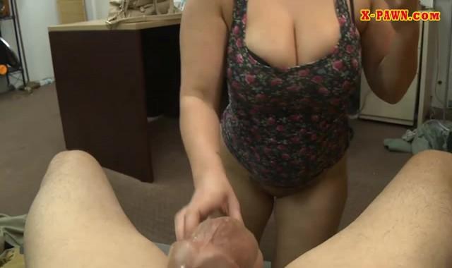 Mulher madura gostosa mamando e sentando na piroca no escritório, Part 2