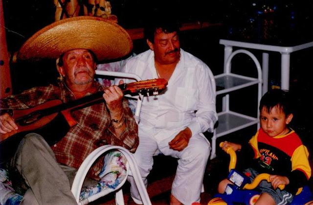 Memoria gráfica de hace 20 años: Fernando González Pacheco, Alfonso González y su ahijado David Ricardo Rondón Arévalo