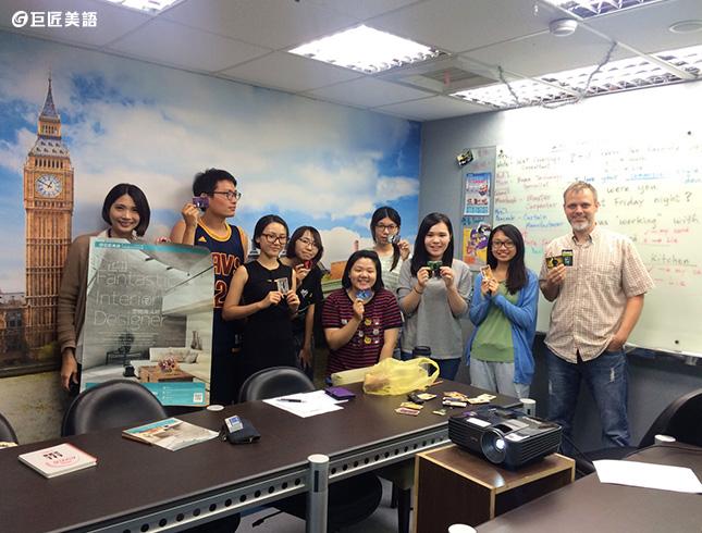 巨匠美語互動式英語教學,提升英語口說能力