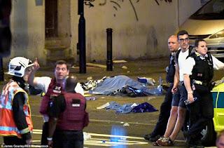 Λονδίνο: Φορτηγάκι έπεσε πάνω σε πιστούς που έβγαιναν από τζαμί - Δείτε τη στιγμή που το πλήθος ακινητοποιεί το δράστη της επίθεσης
