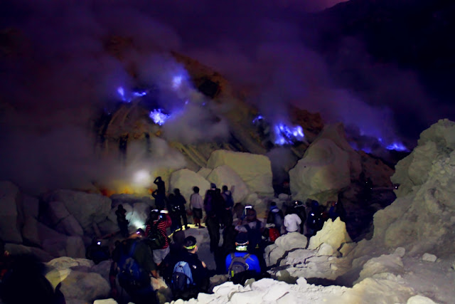 Ijen Blue Flame From Banyuwangi city, Ijen Bromo Package,  Best Holidays come to east java visit different location tourism, Ijen crater and Mount Bromo, which ijen crater has uniqueness blue fire and panorama of the lake and mount bromo has beautiful of the sunrise with the 3D2N, ijen bromo package tours can from surabaya, ijen bromo from bali, ijen bromo, bromo trip, travel to bromo.
