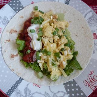 https://danslacuisinedhilary.blogspot.com/2015/09/breakfast-burrito-oeufs-salsa.html